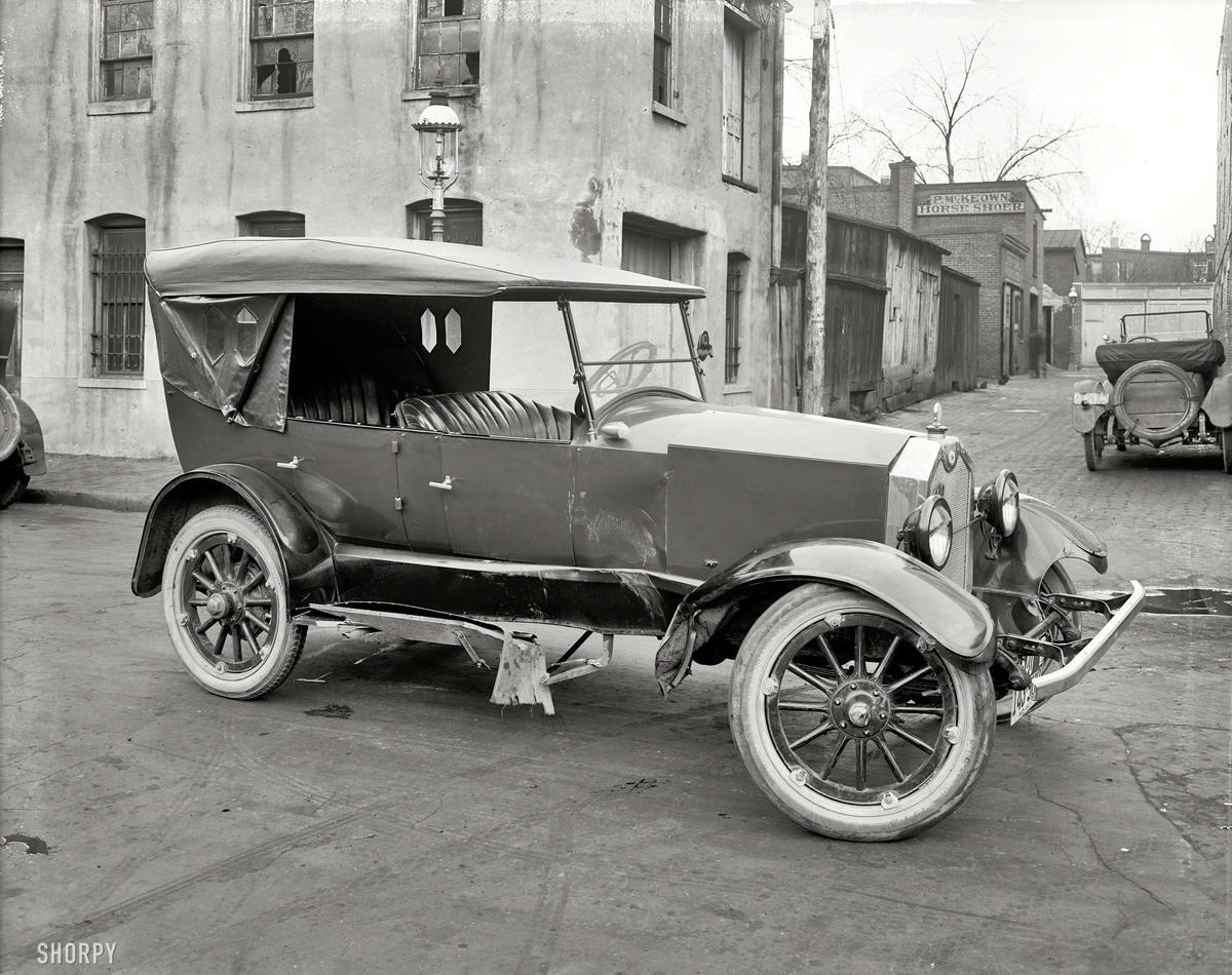 Помяло немного: Автомобиль после аварии (1921 год)