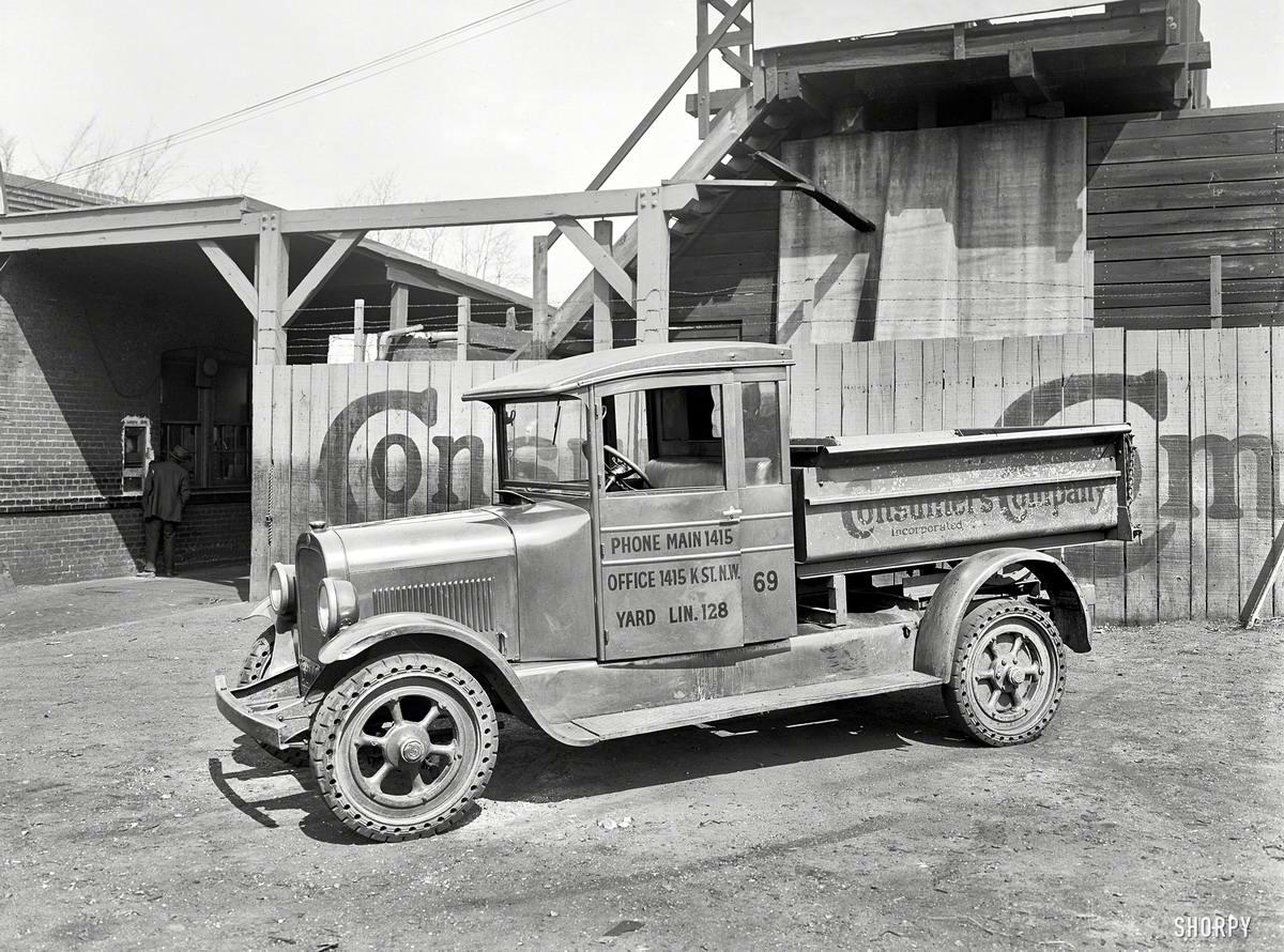 Грузовые автомобили начала 20-го века на снимках американских фотографов (31)