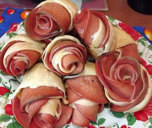 Розы (из колбасы ).