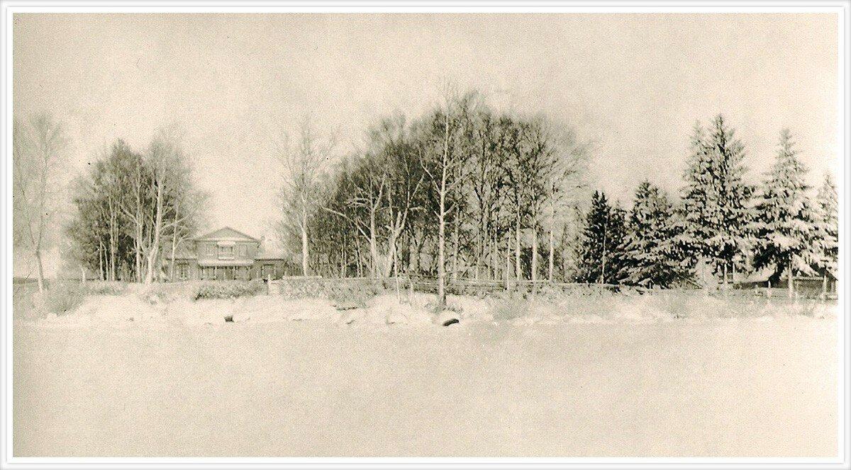 Усадьба Шишкиных в Каменке. Фото сделано с озера Шлино, Тверская губерния