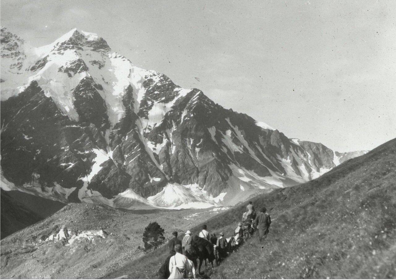 Путешественники на вершине Лонгасаранского горного перевала