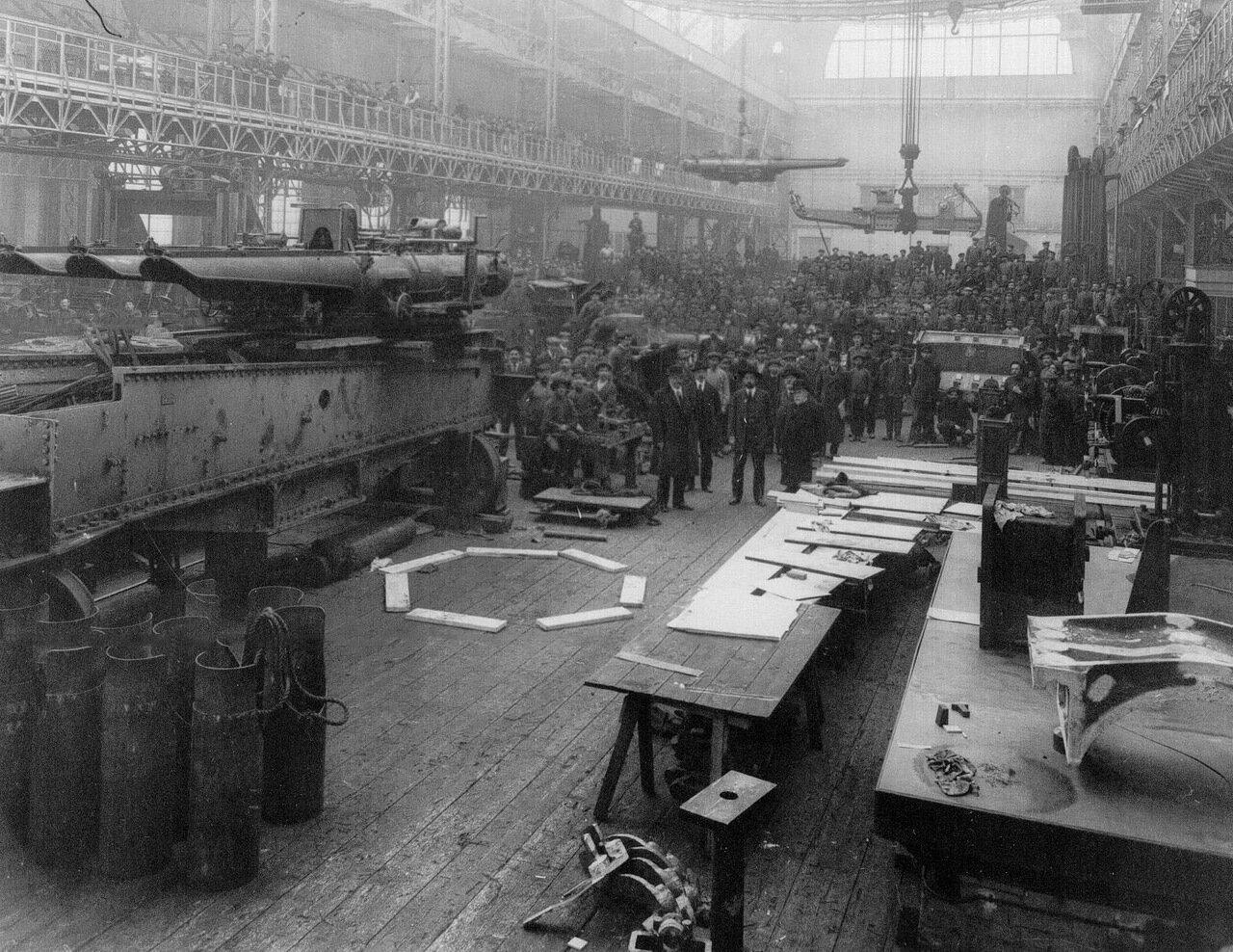 32. Внутренний вид цеха сборки торпедных аппаратов Путиловского завода