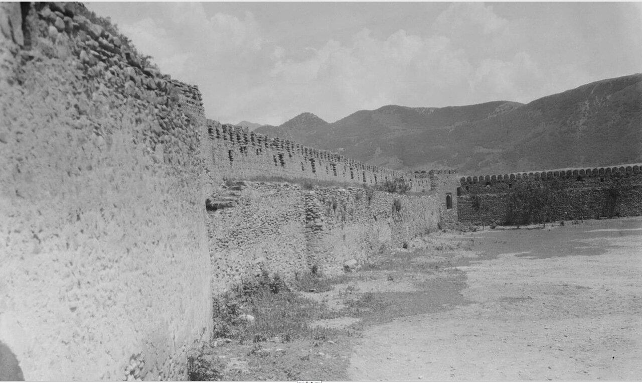 Мцхета. Стены и двор Светицховельского Собора