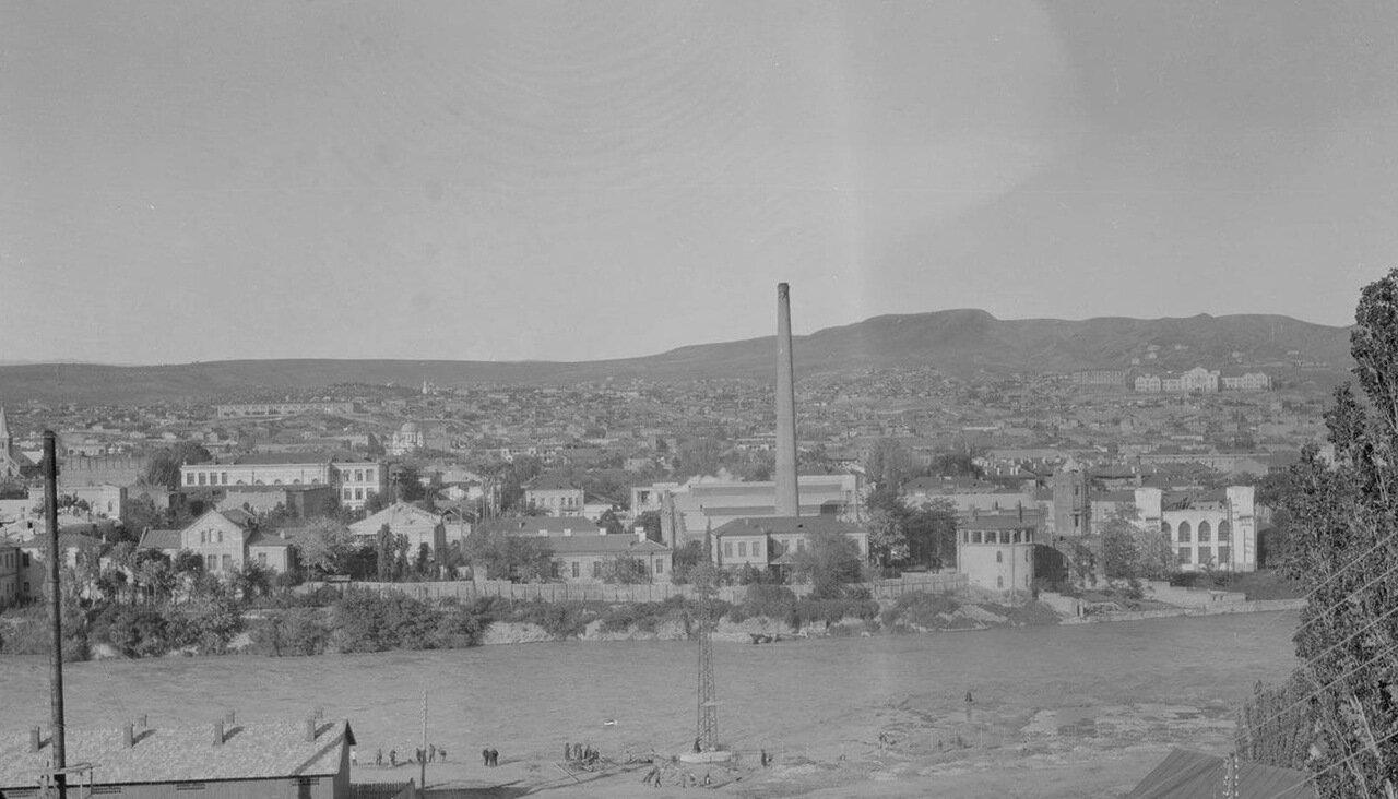 Тбилиси. Вид на город и Куру