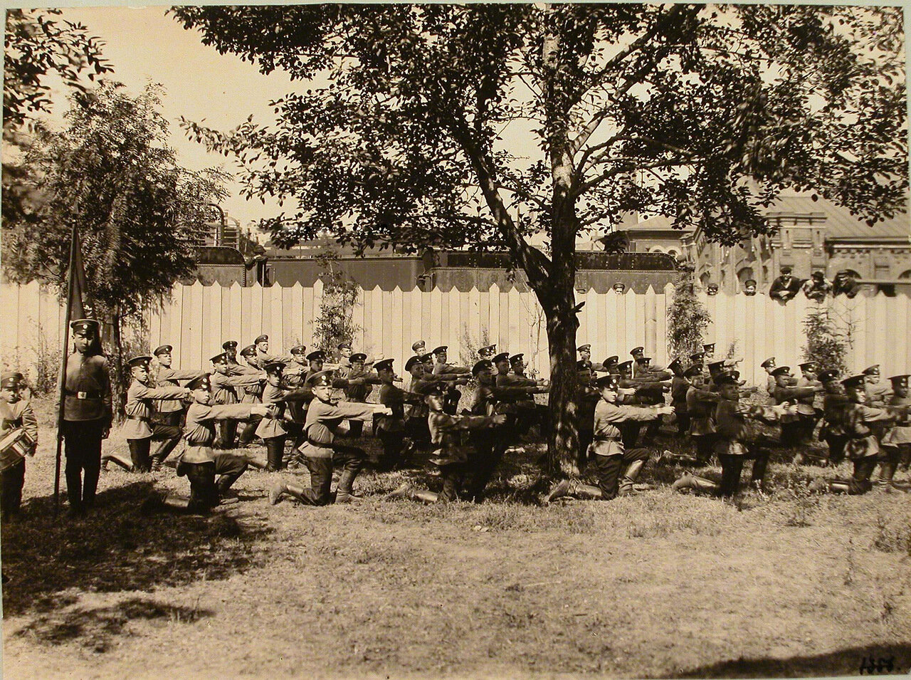 04. Группа воспитанников Ревельского технического железнодорожного училища во время строевых занятий
