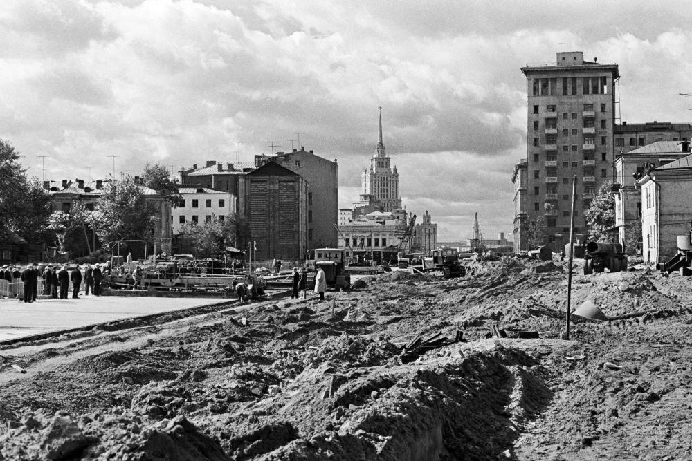 1963. Перекресток бывшего Карманицкого и Трубниковского переулков старого Арбата