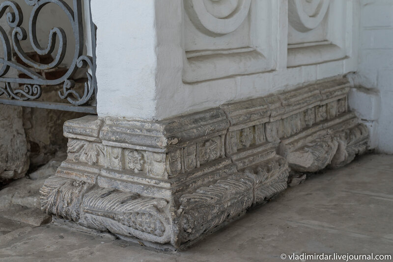 Белокаменный орнамент царского места Храма Вознесения