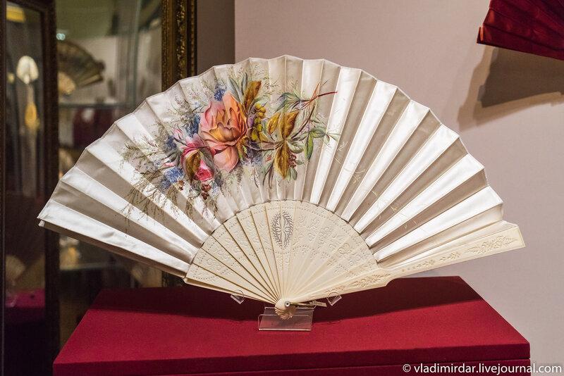 Веер «Розы и незабудки». Вена. 1890-е. Мастерская Грюнбаума.
