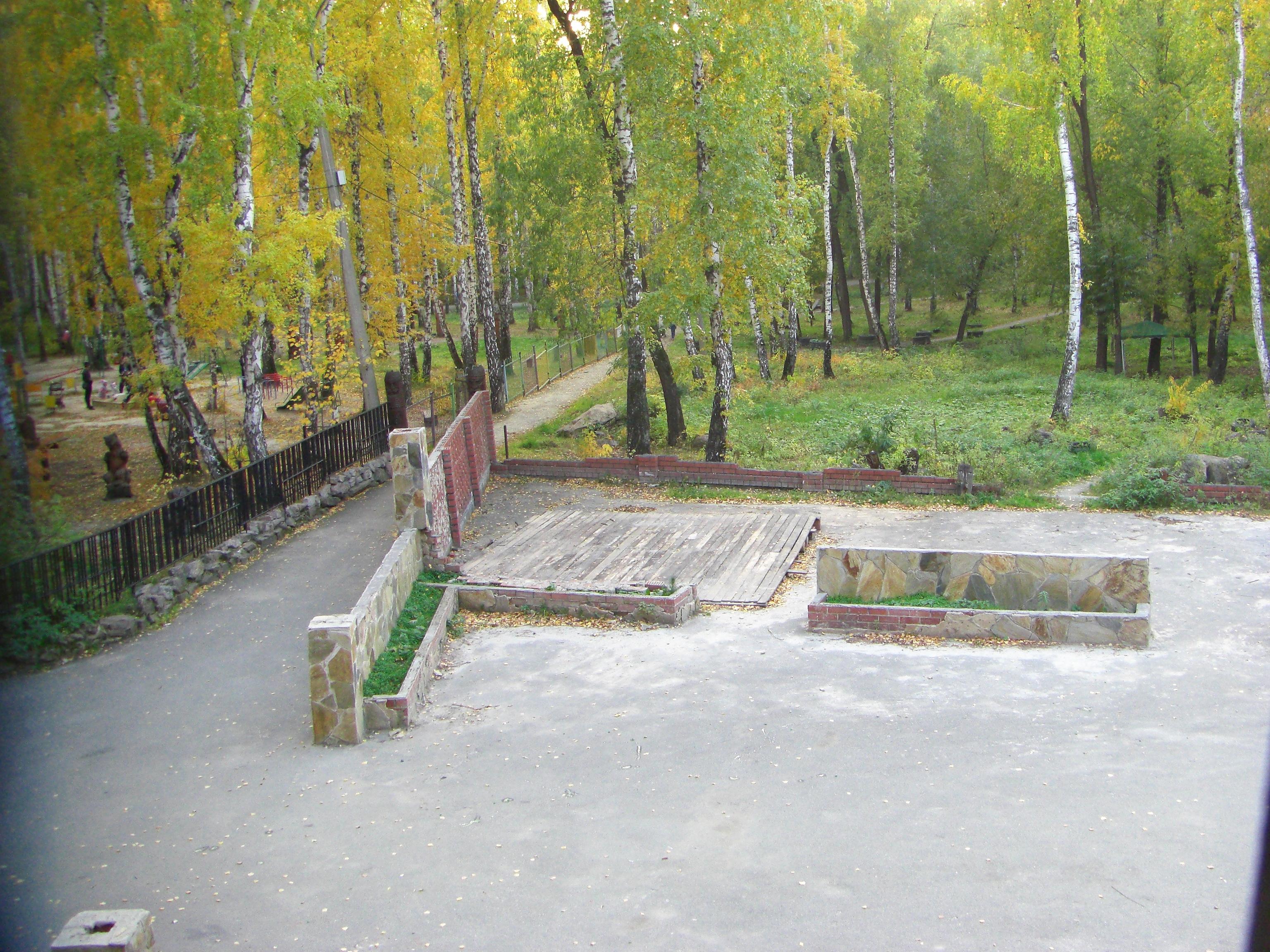 Вид на Парк Тищенко из окна башни (18.10.2014)