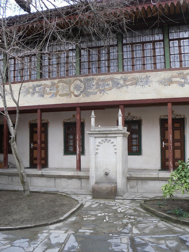 Ханский дворец в Бахчисарае. Внутренний дворик..jpg
