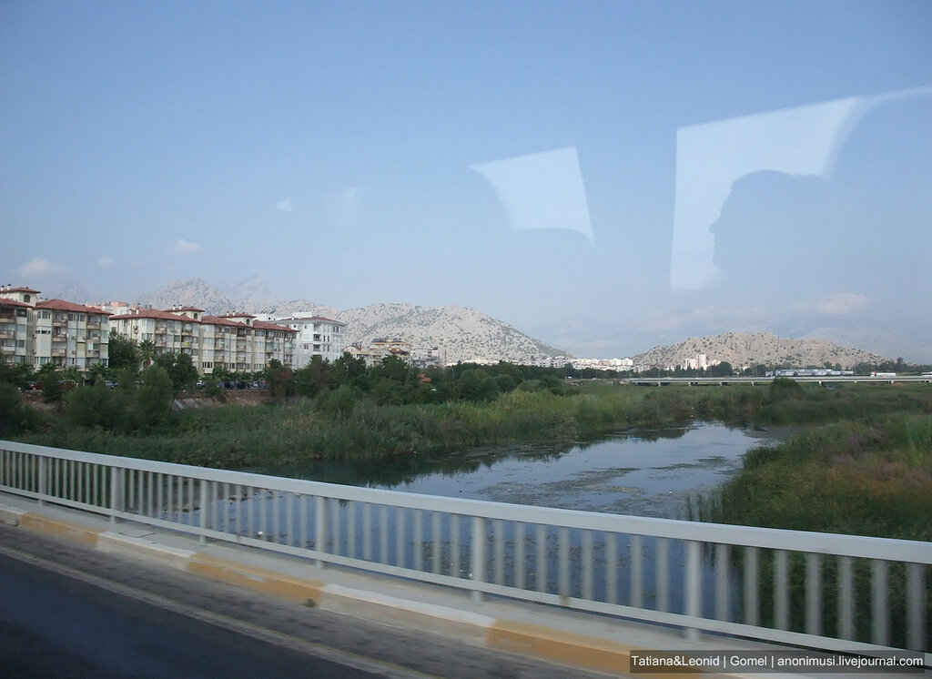 Турецкая Ривьера через окно автобуса
