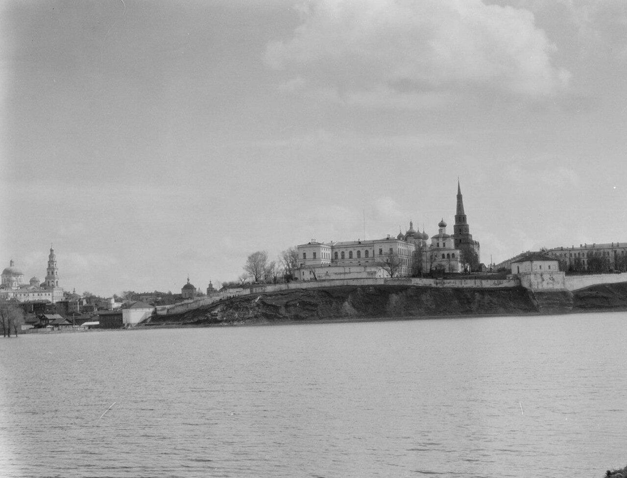 Казань. Вид с Волги на Кремль