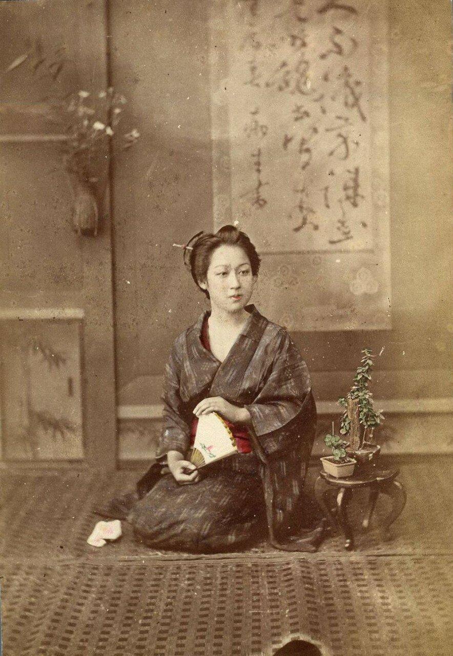 Женщина в своей комнате