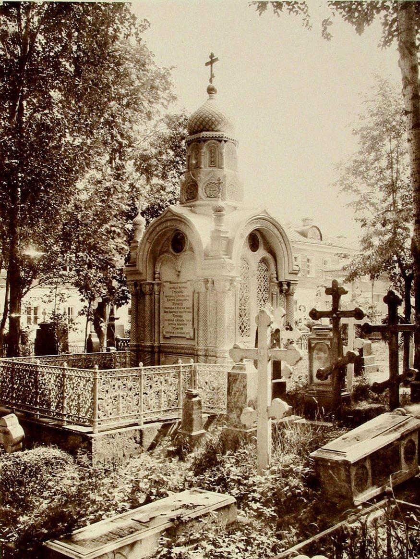 651. Часовня над могилой Е.П. Столярова в Алексеевском монастыре