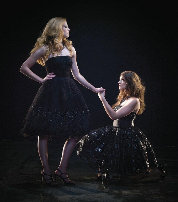 Эшли Грин(Alice Cullen) и Рейчел Лефевр (Victoria) из фильма Сумерки