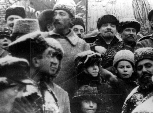 В.И.Ленин на Красной площади в Москве во время празднования 2-й годовщины Великой Октябрьской социалистической революции