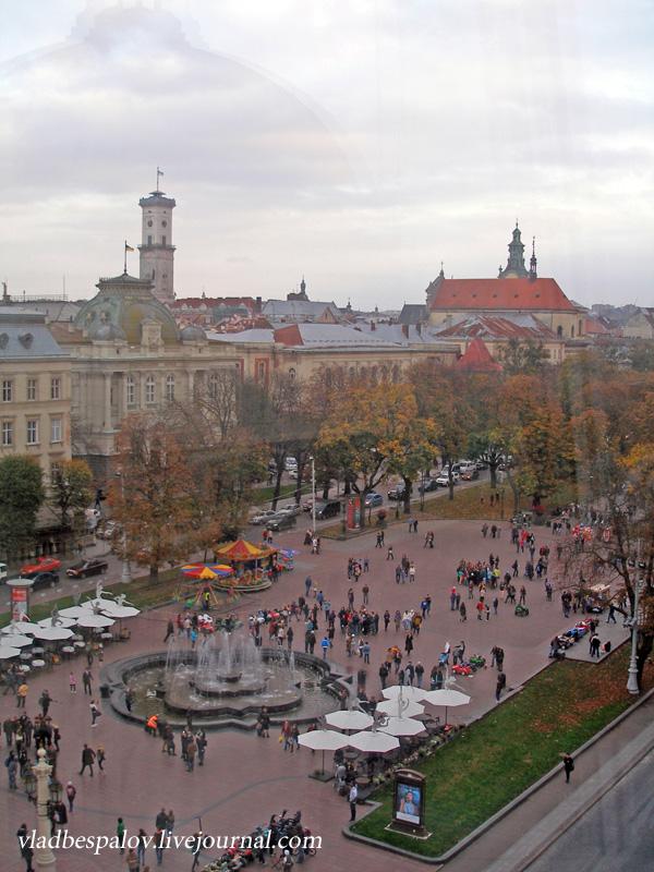 2014-10-18 Львів, панорама, дівчата та кумпель_(6).JPG