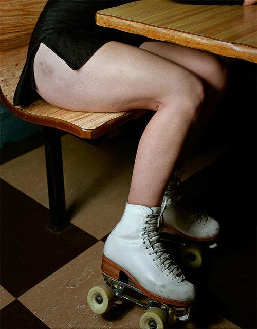 фото ножки под партой