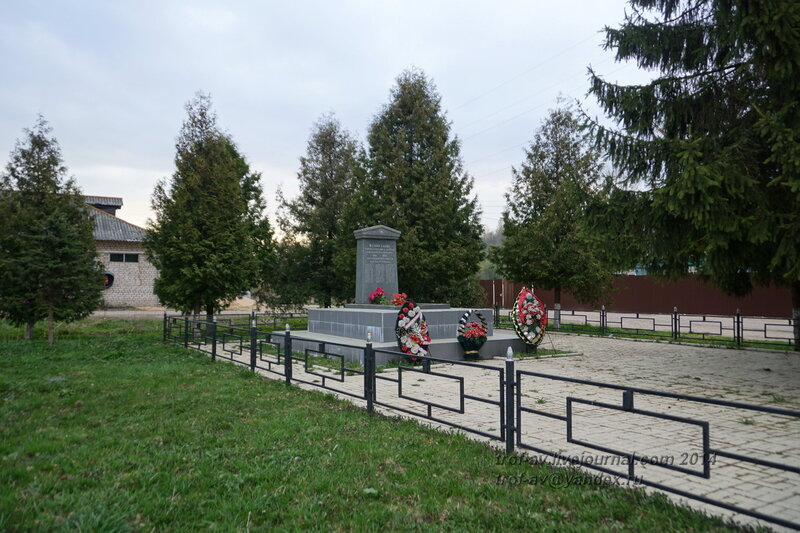 Памятник павшим работникам картонной фабрики им. 10 года Окт. Революции, Горбово, МО