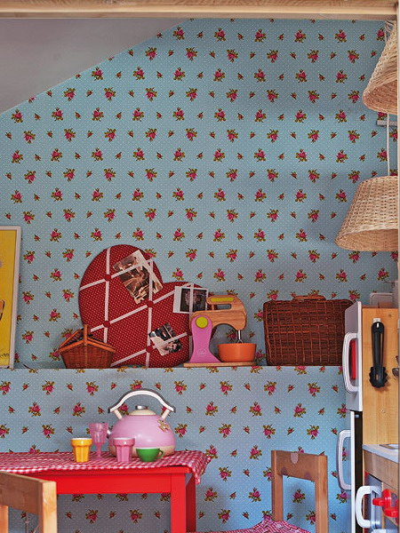 little-house-in-attic-kidsroom5.jpg