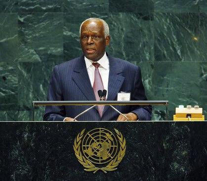 Жозе Эдуарду Душ Сантуш президент Анголы