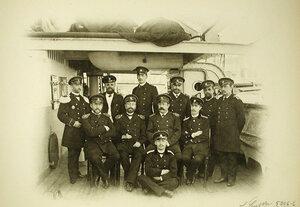 Группа офицеров на борту корабля