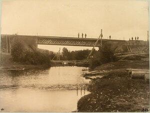Рабочие на железнодорожном мосту (на 434-й версте).