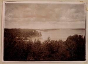 Вид на Остров Любви; слева - павильон Людвигсбург на острове Людвигштайн и храм Нептуна.