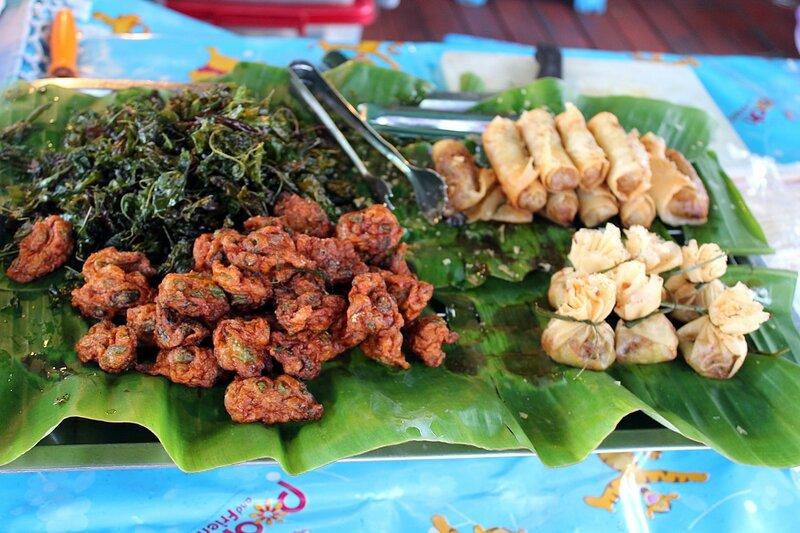 Тайская еда на плавучем рынке Талинг Чан, Бангкок