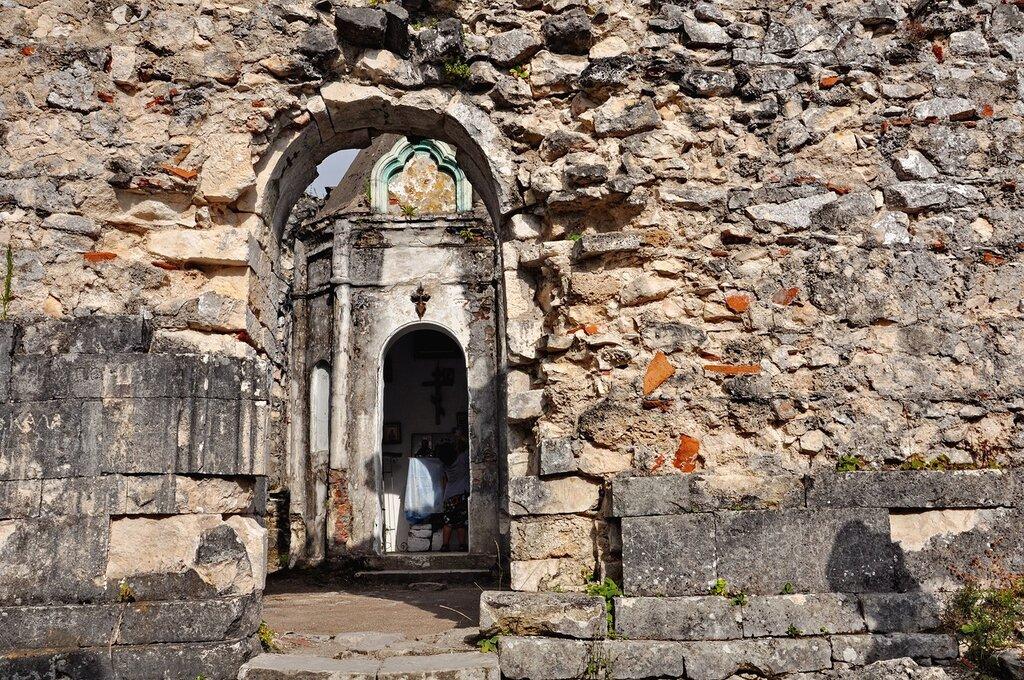 Абхазия. Руины Анакопийского храма.