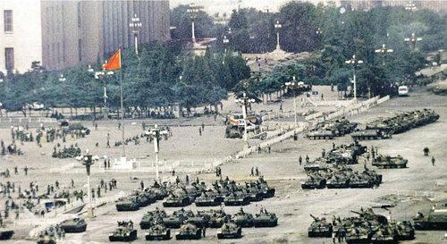 Китайские войска на площади Тяньаньмэнь