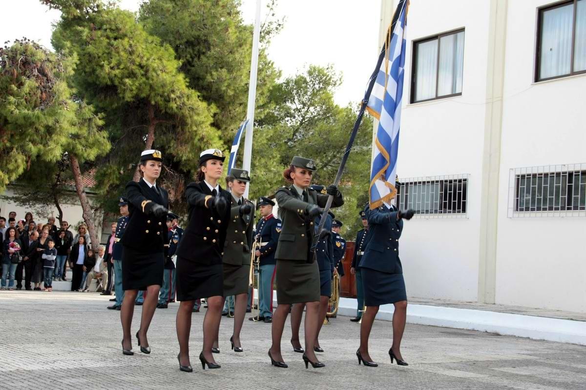 Очень грозная сила: Девушки в армейской униформе (2)