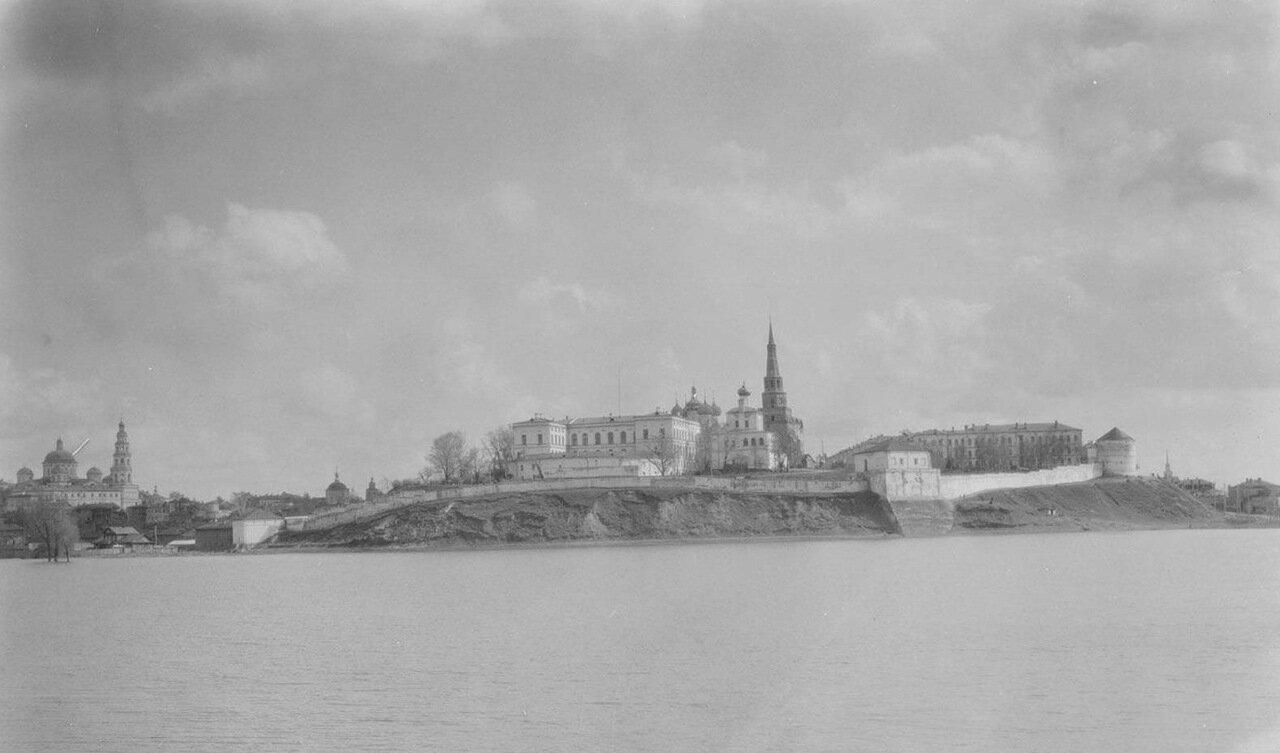 Казань. Вид Кремля с Волги