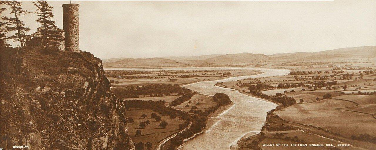 1880-е. Панорама долины реки Тэй близ города Перт с Кинноулл Хилл