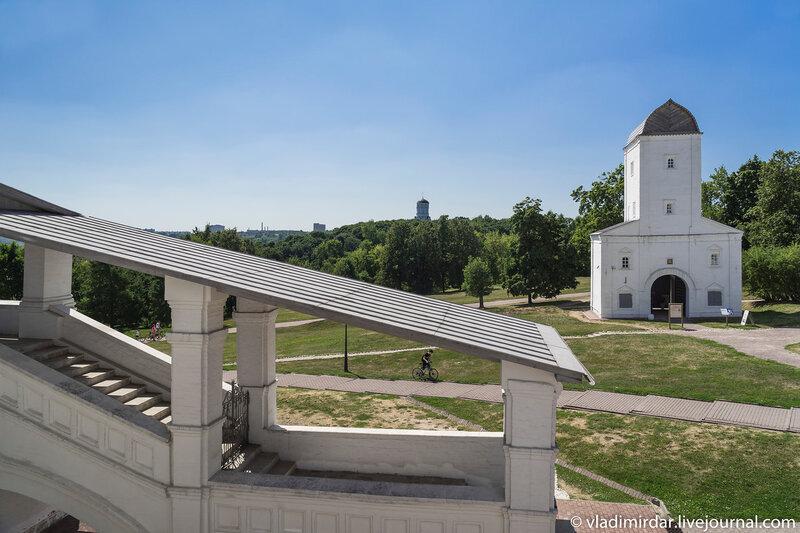 Южное крыльцо паперти Храма Вознесения в Коломенском
