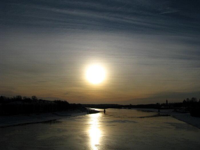 Низкое зимнее солнце