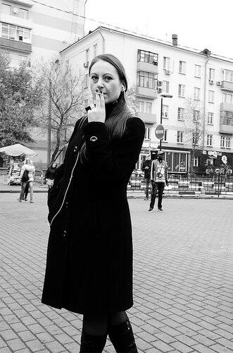 Киреев Борис, Портрет крупным планом молодой курящей дамы или совсем недамы.
