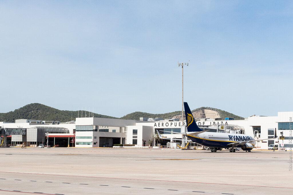 Аэропорт Ибицы. Самолёт Ryanair.