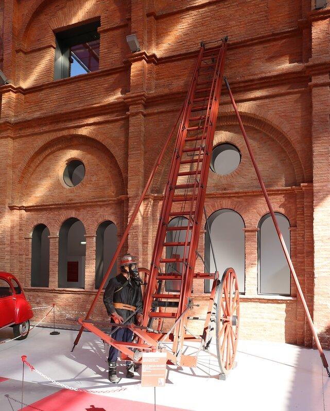 Музей пожарного дела в Сарагосе. Раздвижная лестница