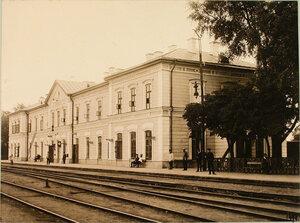 Вид здания вокзала на станции (со стороны путей Либаво-Роменской железной дороги). Виленская губ. Кошедары ст.