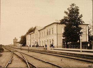 Вид здания вокзала на станции (со стороны путей Северо-Западной железной дороги).  Виленская губ. Кошедары ст.