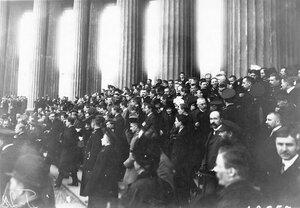 Группа участников манифестации у Казанского собора.