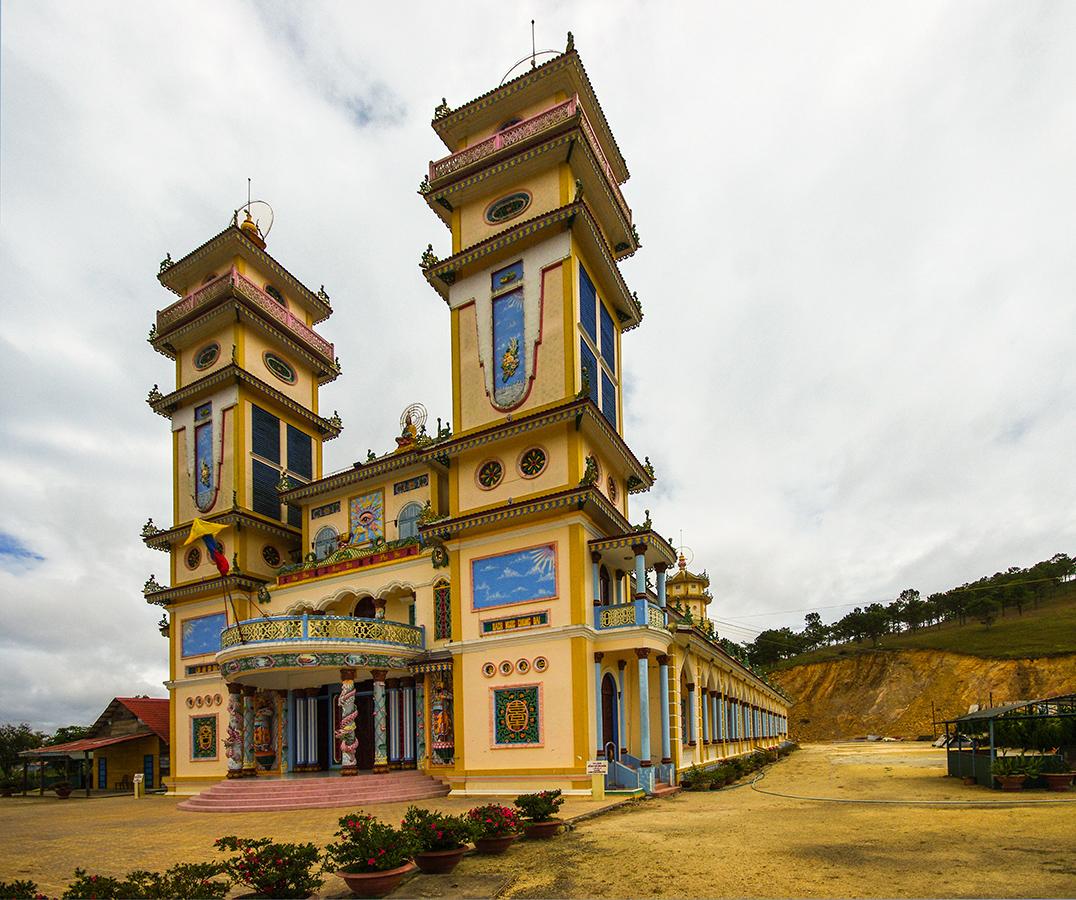 Храм религии Каодай
