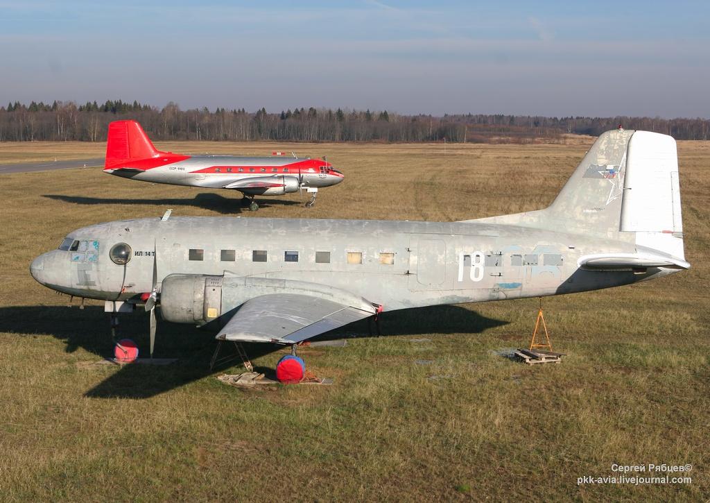 """Ил-14 """"Пингвин"""" перелетел на новое место базирования."""