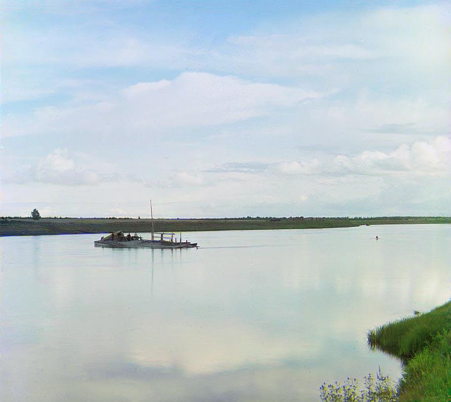 Окрестности Череповца. Авария с судном, груженым сталью