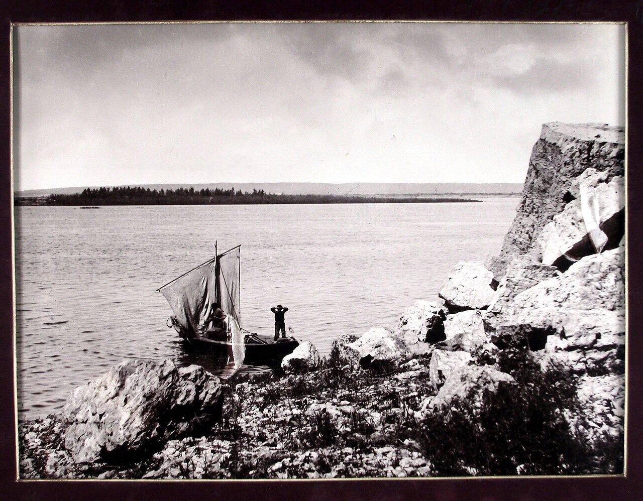 23. Каменный обвал у горы Лепешки на берегу Волги