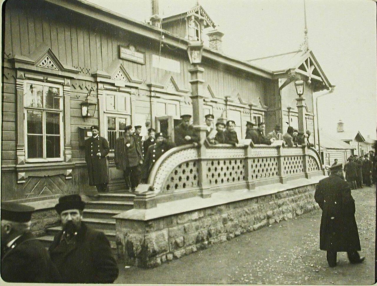 37. Пассажиры на станции Мысовая Забайкальской железной дороги