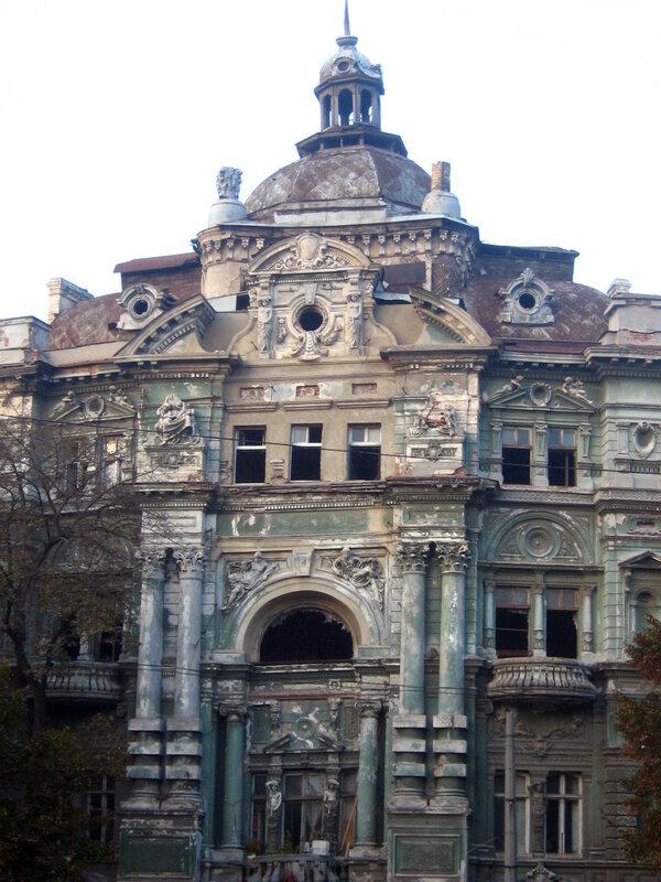 Прекрасный старый дом
