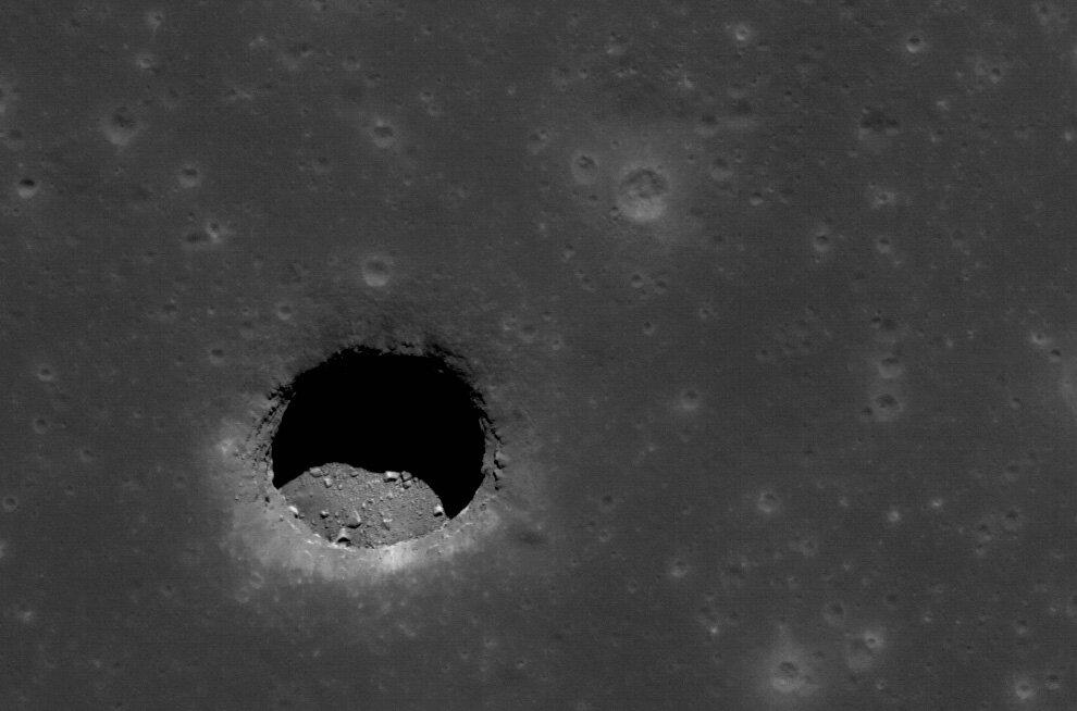 Яма на Луне от Моря Спокойствия