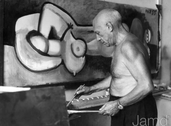 Пикассо пишет